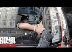 Enlace a Nada como encontrarte en la carretera a un conductor de autobuses con muy buen rollo