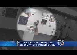 Enlace a Fueron con su hijo a un museo y ahora se enfrentan a una deuda de 132.000$ tras lanzarla al suelo