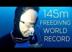 Enlace a Logran el récord mundial de apnea metiéndose a 145 metros de profundidad sin ninguna ayuda