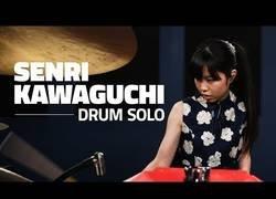 Enlace a Se llama Senri Kawaguchi y habilidad tocando un solo de batería está triunfando en todo el mundo