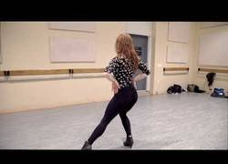Enlace a Su nombre es Liana Blackburn y te sorprenderá su forma de bailar