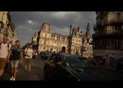 Enlace a Un viaje por el centro de París en bici mientras se celebra la victoria del Mundial de Francia