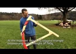 Enlace a El mega boomerang fabricado por este hombre capaz de volar y ser cogido de vuelta al vuelo