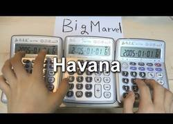 Enlace a Havana de Camila Cabello tocada con calculadoras