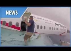 Enlace a Increíble rescate de un marine sobre un avión en medio del mar