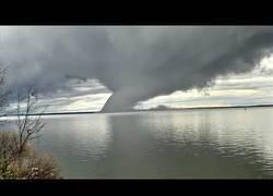Enlace a Tornados de agua que parecen salidos de una película