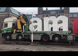 Enlace a Retiran las famosas letras de Iamsterdam