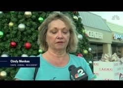 Enlace a El Grinch real: se pone a gritar en un centro comercial que Santa Claus no existe [Inglés]