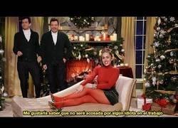 Enlace a La clásica navideña Santa Baby suena algo diferente...