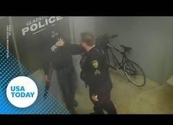Enlace a Ladrón intenta robar bici aparcada en comisaría policía y es detenido