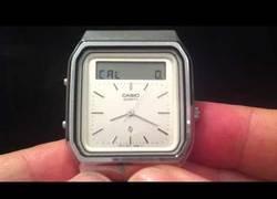 Enlace a El reloj Casio de 1984 que tenía controles táctiles
