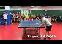 Enlace a Este tipo tiene un toque a la pelotita del ping pong que es totalmente imparable