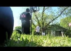Enlace a Dos blanquitos mormones se cuelan en un partido de 2vs2 contra niggas y estos últimos salen bien humillados
