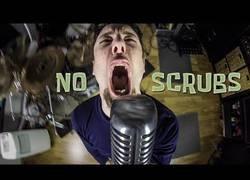Enlace a Interpretando 'No Scrubs' con un estilo heavy metal muy molón