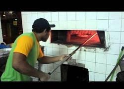 Enlace a Este tipo acaba de cocinar la peor pizza del mundo que debería tener pena de cárcel