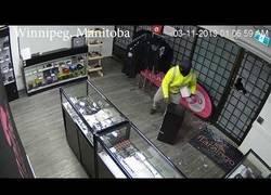 Enlace a El robo más lamentable visto en esta tienda de cigarrillos electrónicos