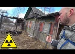 Enlace a Entra en una zona inexplorada de Chernobyl en Bielorrusia y conoce a una abuela de 92 años viviendo en una zona apocalíptica