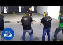Enlace a Así enseñan en Brasil a la policía cuando disparar y cuando no