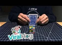 Enlace a El truco más loco usando una carta y un cubo de rubik