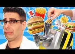Enlace a Picando hamburguesas en una picadora de carne