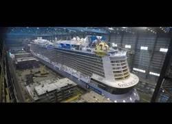 Enlace a La megaconstrucción del Spectrum of the Seas, un navío de 340 metros, para 4246 pasajeros y 1551 tripulantes