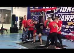 Enlace a Se fractura la pierna en una competición de levantamiento de pesas [Contenido sensible]