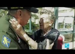 Enlace a Veterano del día D se reencuentra con un amor francés de hace 75 años