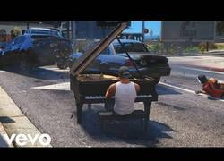 Enlace a Grand Theft Auto V Piano Car Mod music video in GTA 5