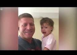 Enlace a Un padre cosigue descifrar el misterio para que los niños dejen de llorar