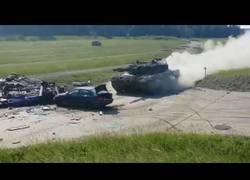 Enlace a Tanque vs coche