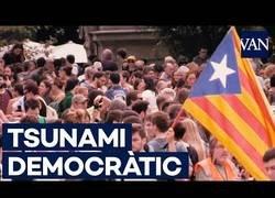 Enlace a ¿Qué es y cómo apareció 'Tsunami Democràtic'?