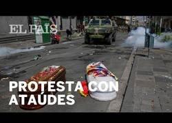 Enlace a Protestantes en Bolivia reanudan las manifestaciones con ataúdes