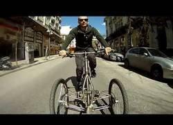 Enlace a Crean un nuevo prototipo de bicicleta con dos ruedas en el eje delantero