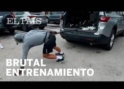 Enlace a Fernando Verdasco entrena tirando de un coche de 2.000 kilos