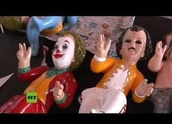 Enlace a Un mexicano vende figuras del Niño Jesús caracterizado como iconos de la cultura pop