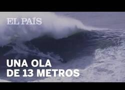 Enlace a Un surfista queda inconsciente tras ser golpeado por una ola de 13 metros