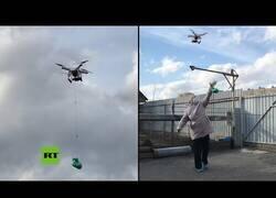 Enlace a Usa un dron para entregar una empanada a su vecina