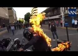 Enlace a Preden fuego a un policía durante las protestas en México
