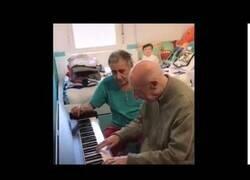 Enlace a El anciano de 101 años que olvidó todo salvo tocar el piano