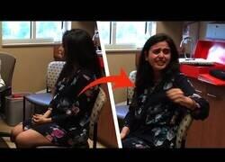 Enlace a Así reacciona esta chica al encender su nuevo implante auditivo y escuchar por primera vez