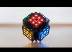 Enlace a El cubo de Rubik que se resuelve solo