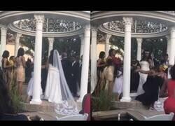 Enlace a Mujer embarazada irrumpe en la boda de su amante