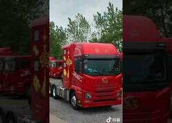 Enlace a Los increíbles lujos que hay en el interior del camión de este señor chino