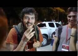 Enlace a Este es Mario López haciendo magia en la calle, el tipo que triunfa en todo el Mundo