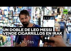 Enlace a Un doble de Leo Messi vende cigarrillos en las calles de Irak