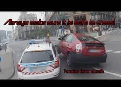 Enlace a Lo único peor que tener un accidente es tenerlo contra un coche de policía