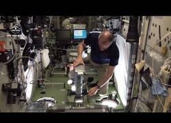 Enlace a Así se pesan los astronautas en el espacio