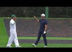 Enlace a El increíble hoyo en uno del golfista español Jon Rahm