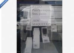 Enlace a Cartel en tienda de telefonía movil