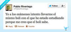 Enlace a El bolígrafo recuerda por @PabloRiveriego